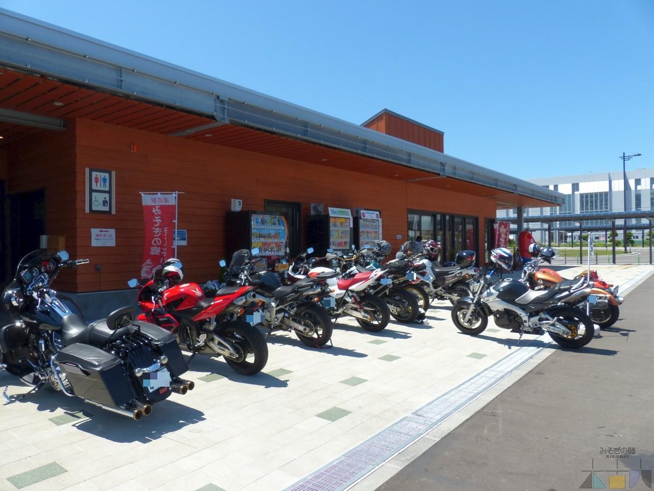 オートバイの駐輪場所はこちら
