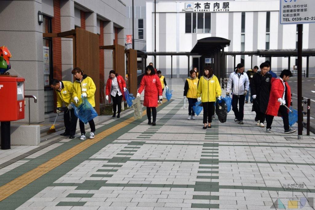 木古内駅前通りを自主清掃しました