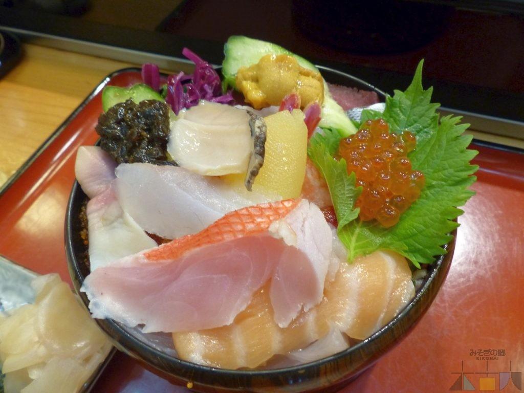 木古内駅前でも海鮮料理を!(その2) 『鮨 美乃久』の生ちらし